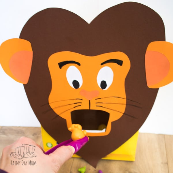Zoo themed activities for toddlers and preschoolers to have fun, learn and read together